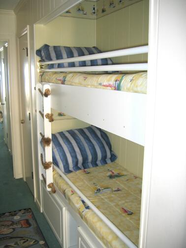 Bunk beds in the hallway - Show me pictures of bunk beds ...
